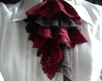 jabot brown / red with pendant