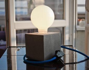 READY TO GO : Kubik concrete lamp, light dimmer, table lamp,desk lamp, concrete light, minimalist design, beton lampe, lumière béton, modern