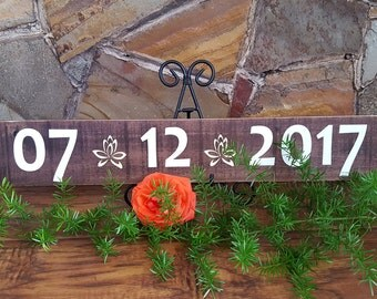 Rustic Save The Date sign. Wedding Date Sign sign. Wooden Save The Date Sign. Personalized Wedding sign. Pallet wood sign.