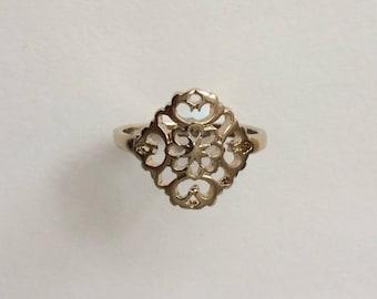 Vintage 1970's Gold Tone Filigree Flower Ring Size R
