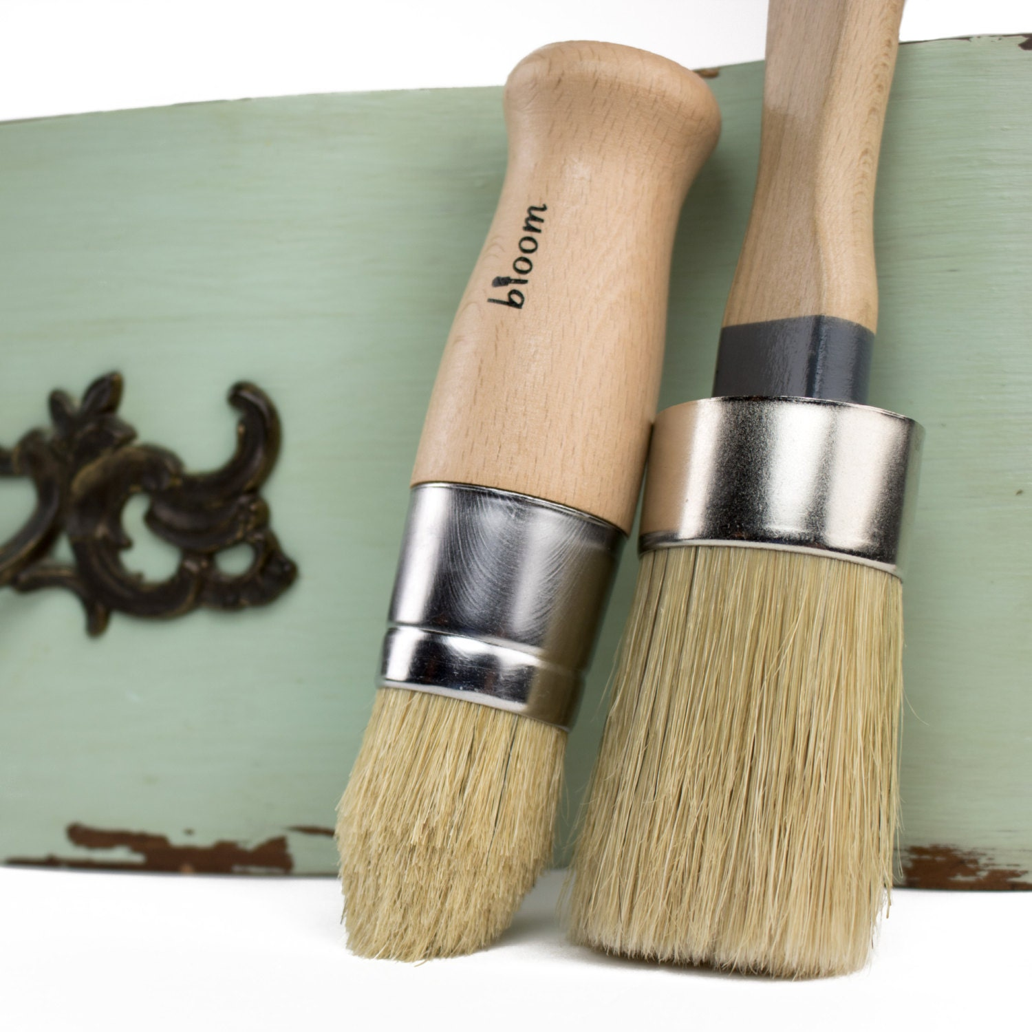Chalk paint brush set with oval shaped brush and pointed for Chalk paint comparable to annie sloan