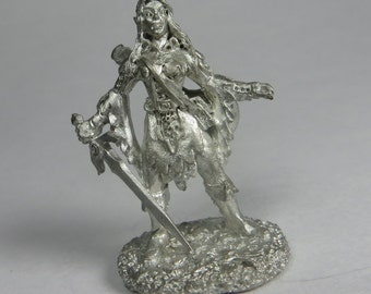 Dungeons and Dragons Miniatures - DND - Female Elf Bard - Unpainted - Vintage - Role Playing - RPG - Miniature - Dungeon and Dragon