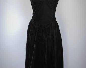 1980s Strapless Velvet Gown // Witchy Dress // Vintage Velvet Dress // Black Dress // Prom Dress // Witchy Clothing // Positively Ellyn