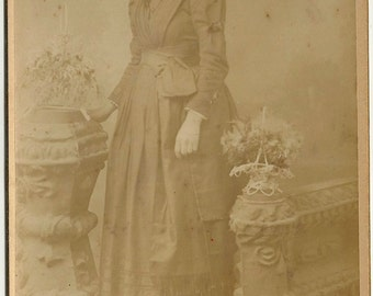 Hampden Baltimore vintage Victorian cabinet card photo woman flowers Armiger Maryland