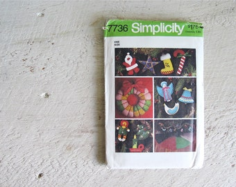 Vintage Uncut Simplicity 7736 Christmas Decorations Pattern