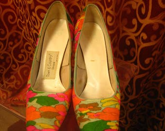 1970's, size 7 silk multi colored pumps