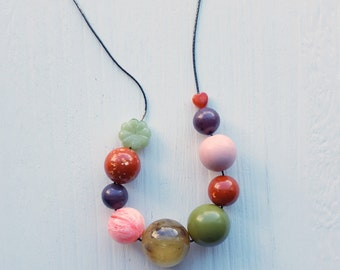 aprirsi - necklace - vintage lucite