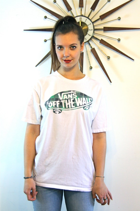 Off The Wall VANS t-shirt White Cotton Plaid Skateboard Army Green Faded Distressed Vans Logo Top 1980s Skater Tee Size Womens XL Mens L