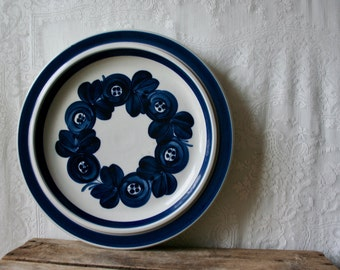 Vintage Arabia Anemone Platter Chop Plate Ulla Procope Finland Blue Band 13 inches