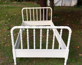 Classic Antique Jenny Lind Twin Bed/Wood Side Rails