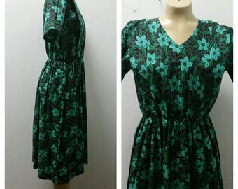 1970's Hand Made Day Dress, Cotton, Floral, Greens, Size Large, 46317