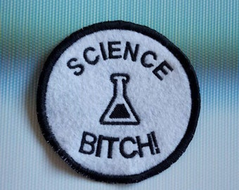 Breaking Bad 'Science Bitch!', Jesse Pinkman quote, black and white, round patch patches UK