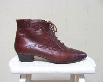 Vintage 1980s Boots / 80s Brown Leather Victorian Steampunk Style Lace-up Ankle Boots / US Size 9 1/2 M