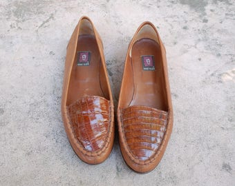 Vintage Womens 10 Anne Klein Italian Slip On Leather Brown Flats Loafers Dress Casual Woven Shoes Boho Hippie Festival Spring Summer Fashion