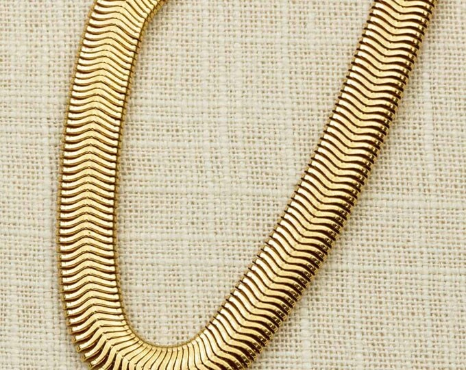 "Slinky Necklace | Fold Over Clasp | 20"" inch Single Strand Gold Metallic Metal Jewelry Layering Neutral Statement 1990s Urban 1980s 
