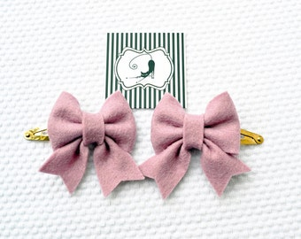 Hair clip felt bow in dusty pink, set of two / Handmade with 100% Wool Felt / Birthday gift hairclip set / Baby Girl Accessories