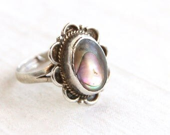 Mexican Abalone Ring Mother of Pearl Size 8 .75 Sterling Silver Oval Cameo Band Vintage Made in Mexico