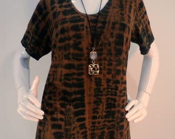 Size M brown and black tie dye top with  scoop neck and short sleeves.