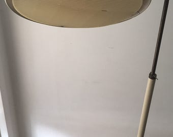 Beautiful mid century Gerald thurston lightolier floor lamp (white)