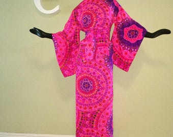 MOD Waltah Clarke's Kimono Hawaiian Dress Vintage 1960s 60s Hot Pink & Purple Atomic Flower Power Mandala Polynesian Tropical Print Small