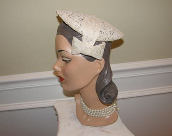 1940 1950  Ivory Lace Cap with Bows is Fab for Wedding! Vintage Juliette Cap Wedding - Wedding Hat - Off White Lace Headpiece
