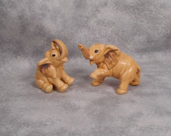 Vintage Set of Small Tan Elephants Very Cute