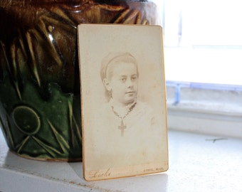 Antique Photograph Cabinet Card 1800s Victorian Young Woman