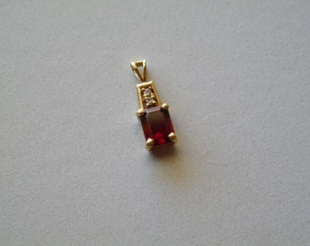 "Vintage 14k Gold ""14kp"" Pendant with Garnet and Diamonds, Length of 2 cm"