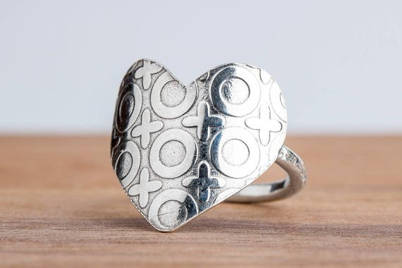 Heart Ring Embossed with XOXO Pattern in Solid Sterling Silver - Size 6.5