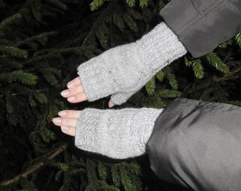 Grey knitted fingerless with owls. Knitted arm warmers. Grey arm warmers. Grey wool gloves. Knit wrist warmer. Owl wrist warmers