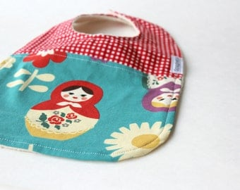 matriokhka russian dolls  bib for baby or toddler organic sherpa