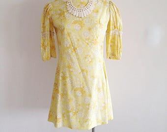 SALE!! Vintage 1960s Yellow Sweetheart Storybook Dress Princess Sleeves