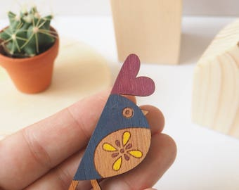 Yellow bird brooch, wooden laser cut, illsutred by Princesse aux bidouilles. Hand painted .