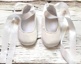 Baby Shoes White Baby Girl Booties Mary Jane Shoes White Baptism Shoes White Christening Shoes Prewalker shoes Baby Girl Party Crib Booties