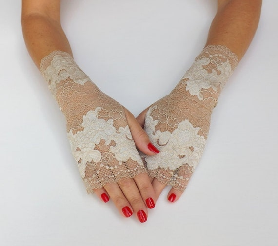 Lace gloves. Ivory floral gloves. Fingerless gloves. Bridal gloves. Nude gloves. Lace mittens. Short gloves. Champagne gloves.