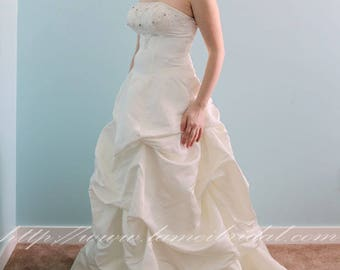 Clearance- US8 —Victorian Reproduction Big Wedding Princess Ball Gown ,Sample sale 90% off