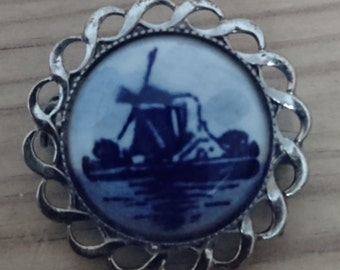 Vintage Dutch souvenir brooch