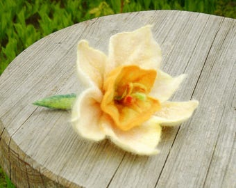 Felted flower brooch, white yellow daffodil, wet felted flower, wool jewelry, floral shawl pin, unique Mother Day gift, textile art, OOAK