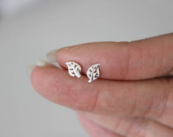 Tiny Leaf Stud Earrings, Sterling silver Stud Earrings, Tiny Stud Earrings, Botanical, Fall, silver Earrings