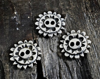 Metal Buttons 20x20mm, Flower Flat Buttons, 2 holes, Antiqued Silver tone, 4 pieces