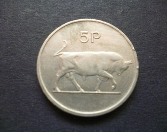 1985 Eire (Ireland Republic) 5p coin featuring a Bull, ideal for craft or jewellery making, 1986 five pence piece.