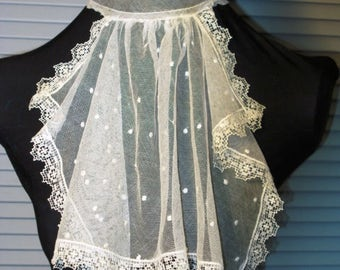 1910s netted lace collar with wire stays.  Very good condition. Wearable.