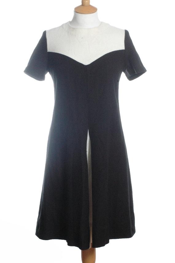 Vintage 1960's Black & White Mod Shift Dress 10 - www.brickvintage.com