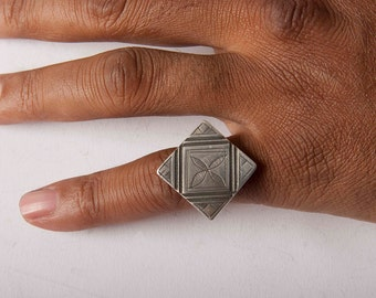 Diamond shaped silver old Tuareg table ring with carved shank Size 8