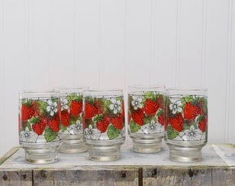 Strawberry Glasses, Drinking Glasses, Libbey Strawberry, Strawberry Decor, Strawberry Kitchen, Fruit Glasses, Berry Glasses, Retro Glasses