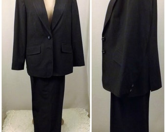 80s Gray Pinstripe Pants Suit Size 12 by Jones of New York