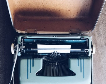 1950s Smith Corona Silent Super Seafoam Green Manual Portable Typewriter | Excellent Condition | Serviced, New Ribbon