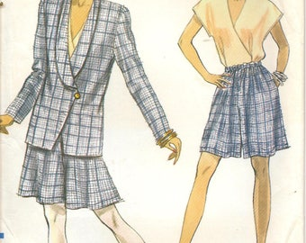 1990s Vogue Sewing Pattern 7791 Misses' Shawl Collar Jacket Top Shorts Size 8-12 uncut