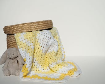 handmade crochet baby blanket / yellow & white / baby girl / new baby/ baby shower gift / crib cot / swaddle / granny stripe