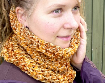 Chunky Wool Cowl, Mustard Yellow Tube Scarf, Natural Wool Silk Winter Cowl, Crochet Tube Scarf, Variegated Yellow Winter Scarf, Boho Cowl